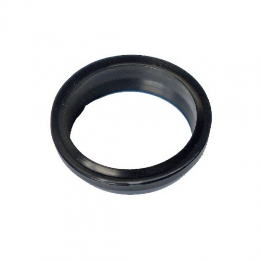 Sealing cuff with cleaner